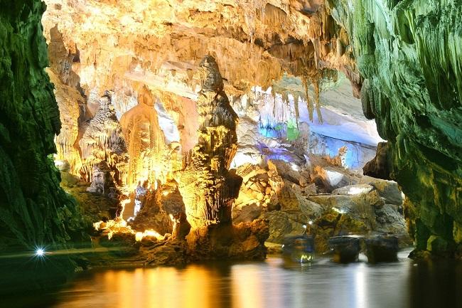 Thạch nhũ bên trong hang động Phong Nha - Kẻ Bàng